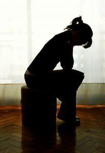 Eine Mutter trauert um ihr verlorenes Kind